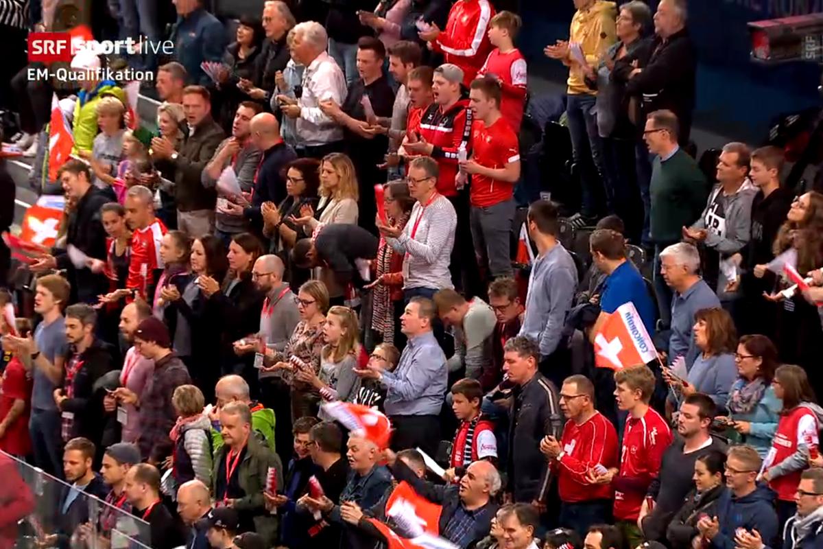 003a_Schweiz_Serbien_Publikum
